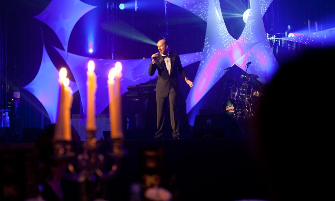 Großer Geburtstag in Köln Frank Adorf moderiert die 10-Jahres-Feier von assistance partner im MARITIM Hotel Köln