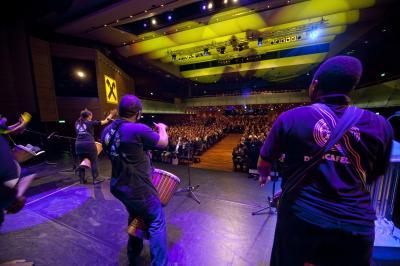 Drum Cafe Event mit 2000 Teilnehmer aus der Sicht der  Musiker