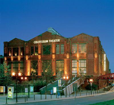 Das Colosseum Theater Essen am Abend Faszinierende Architektur und erstklassiger Service bieten die perfekte Kulisse für Ihren Event. Das Theater ist an 7 Tagen in der Woche buchbar - für jedes Veranstaltungsformat von 50 bis 2.000 Personen.