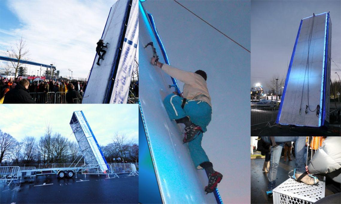 Blue Ice Wall Eiskletterwand - in 15 Minuten betriebsbereit - ohne Einfrieren! Hier kommt echtes Gletscherfeeling auf! Die ICE-Wall ist mit eisähnlichen Polyethylen-Platten besetzt und mit einer Neigung von 70 Grad perfekt zum Klettern. Kein langes Einfrieren, sondern in nur 15 Minuten betriebsbereit. Incl. Steigeisen, Eispickel, Kletterhelme. Betreuung und Seilsicherung erfolgt durch erfahrene Bergführer. Die Blue Ice Wall ist ausgestattet mit Beschallung, Licht & Nebeleffekten.  Wir benötigen eine lichte Höhe von mind. ca. 8,00m, alternativ wenn wir die  Spitze weglassen nur 7m (bei 90 Grad). Beim Eisklettern gehen wir auf ca. 70 Grad Platzbedarf am Boden, Länge: ca. 6m + Arbeitsbereich 3m x 3m Breite Gewicht 1.200kg (Kletterwand/Trailer, ohne Zugfahrzeug).  Durchfahrtshöhe: 2,20m / Durchfahrtsbreite: 2,20m Strombedarf:  2 x 230V/16A Der Aufbau unter Stromleitungen ist nicht möglich  Technische Daten: Wenn die Wand senkrecht beträgt die Höhe 7,80m, plus 1,20m für die Fahne.  Wenn die Eisketterfläche mit ca. 70 % Schräge aufgebaut wird beträgt die Höhe ca. 7,60m.  Brandingoptionen: Bannergrösse unten am Trailer  4,50 Meter lang , 65 cm hoch   Bannergrösse an der Kletterfläche 6,50 Meter lang, max 60 cm breit   Änderungen vorbehalten!