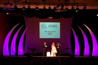 Bühne mit Leuchtelement CURVE Bühne mit Leuchtelement CURVE