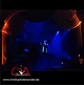 """Christoph Alexander - Shows Individuelle Gesangsshows oder kleine Musicaleinlagen mit Performance (hier """"Phantom der Oper""""), Animation & Moderation (klassisch konzertant bis stimmungsvoll mitreißend)!"""