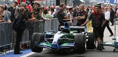 Security-Dienstleistungen auf dem Nürburgring Unter anderem kamen die Securitas Sport & Event GmbH Ordnungs- und Sicherheitskräfte beim 24-Std.-Rennen, dem Truck-Grand-Prix und dem Formel 1 Grand Prix zum Einsatz.