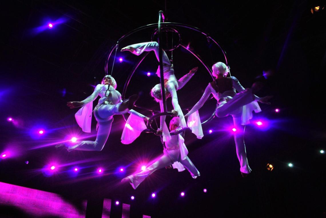 Flying Globe