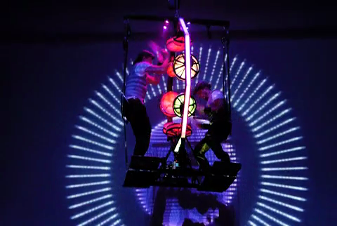 Video: Flying Octagon- Trommel-Show an fliegender Multi-Drum