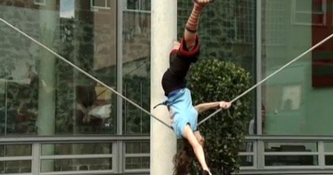 Straßenshow - Annette Will, die Schlappseilartistin
