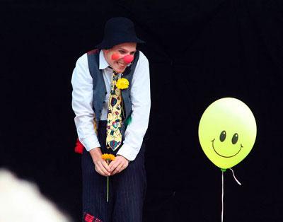Clowns für Ihre Firmenfeier Buchen Sie die erfahrenen Clowns für Ihre Firmenfeier, Ihre Hochzeit, Ihren Geburtstag, sowie für Messen, Galas, Varietés und andere Veranstaltungen und Events.