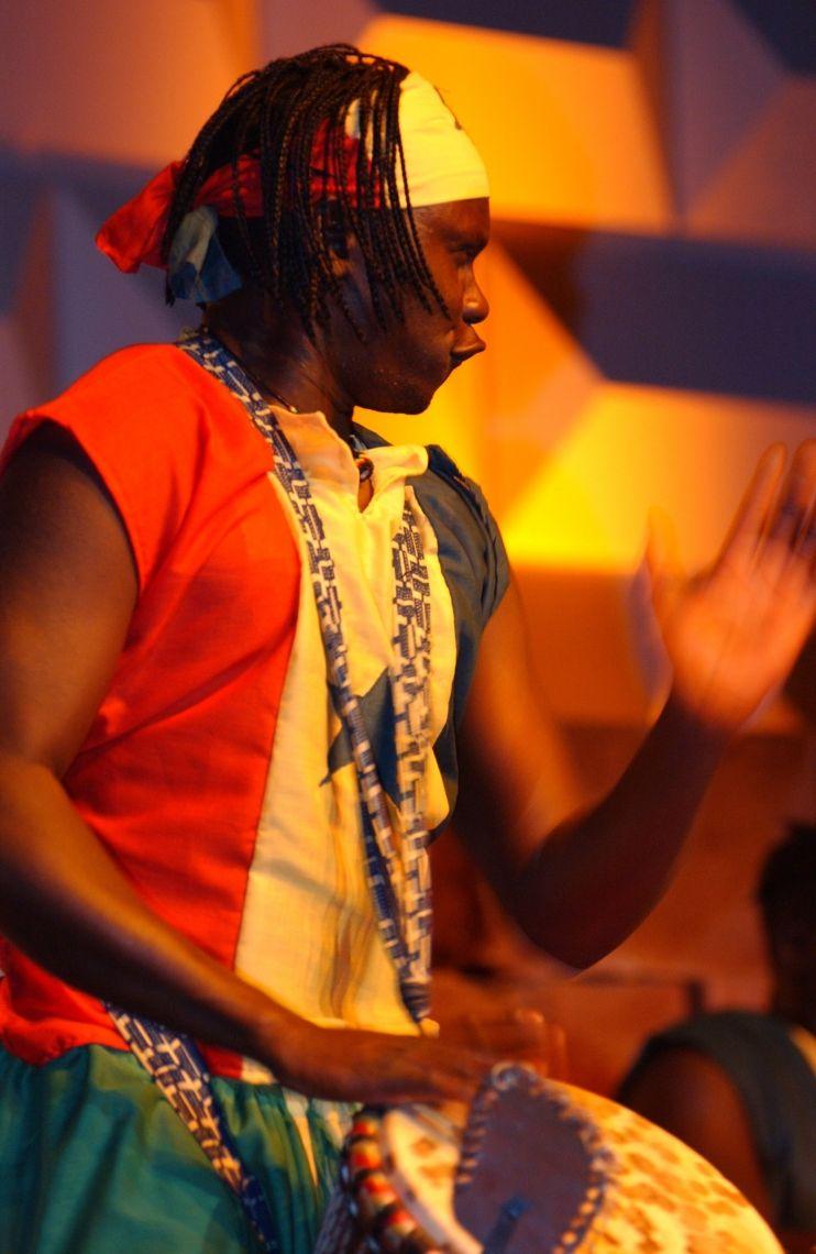 AFROJANT! Afrikanischer Meistertrommler von Afrojant