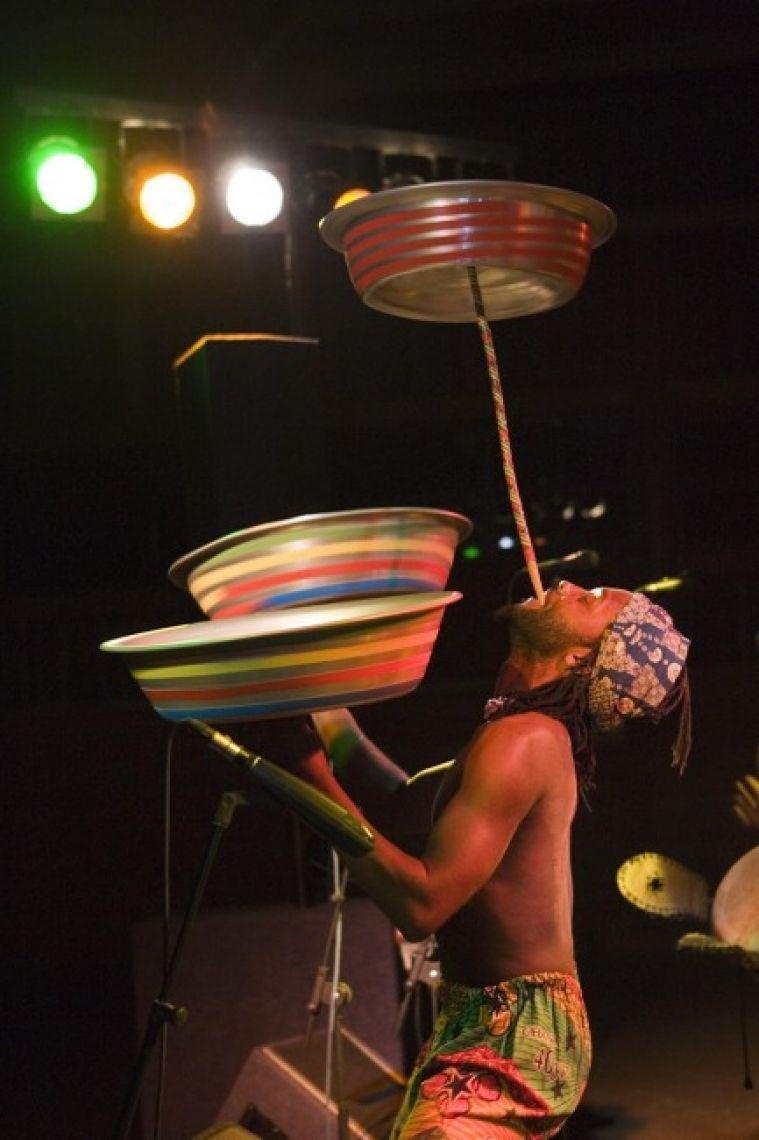 Afrojant Akrobat während der Bühnenshow