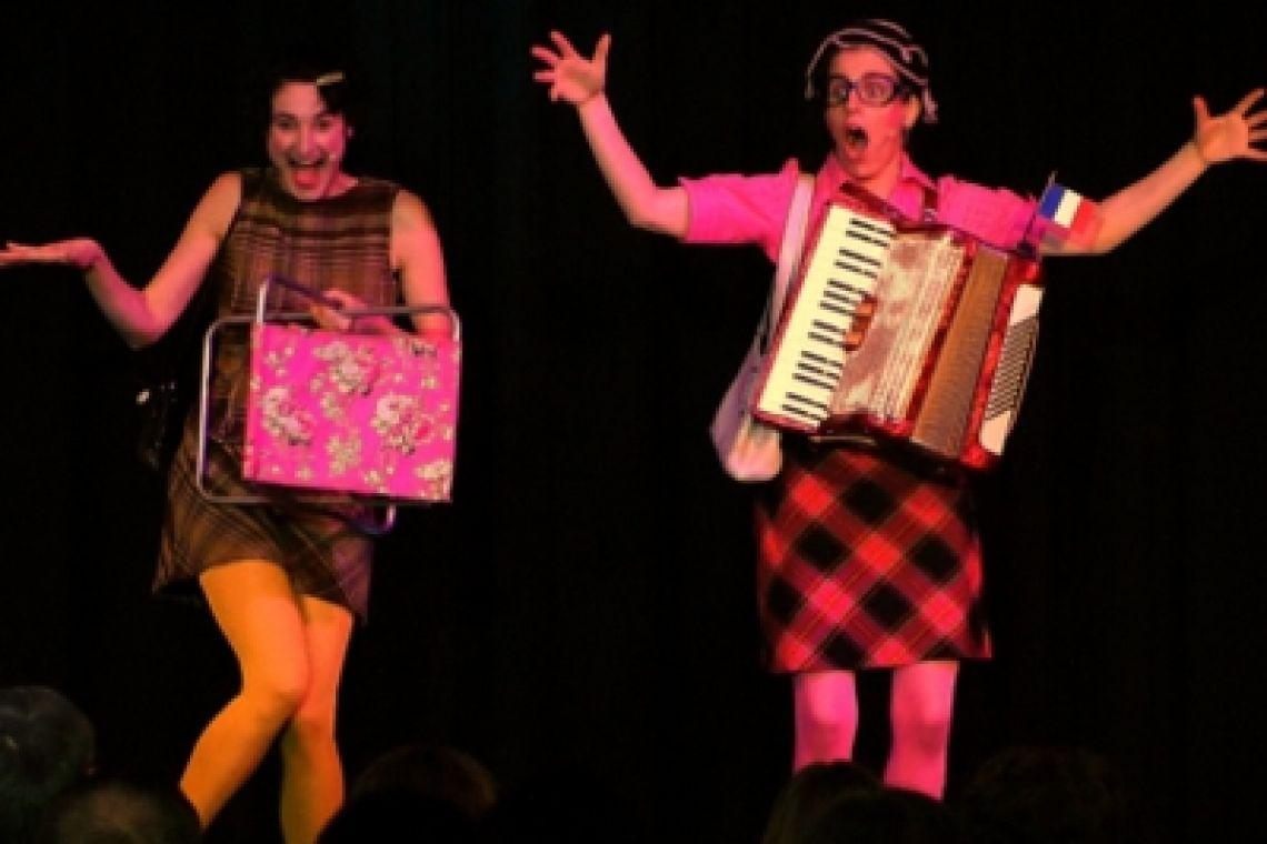 Klara & Giselle als Bühnenact Unwiderstehlich skurril!