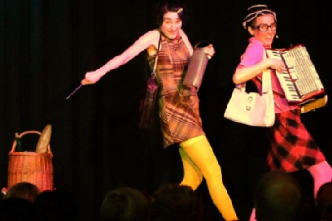 Klara & Giselle sur scène Choreographie mit Picknick-Korb