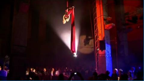 Video: Andrea Engler - Akrobatik am Vertikaltuch & Hula Hoop
