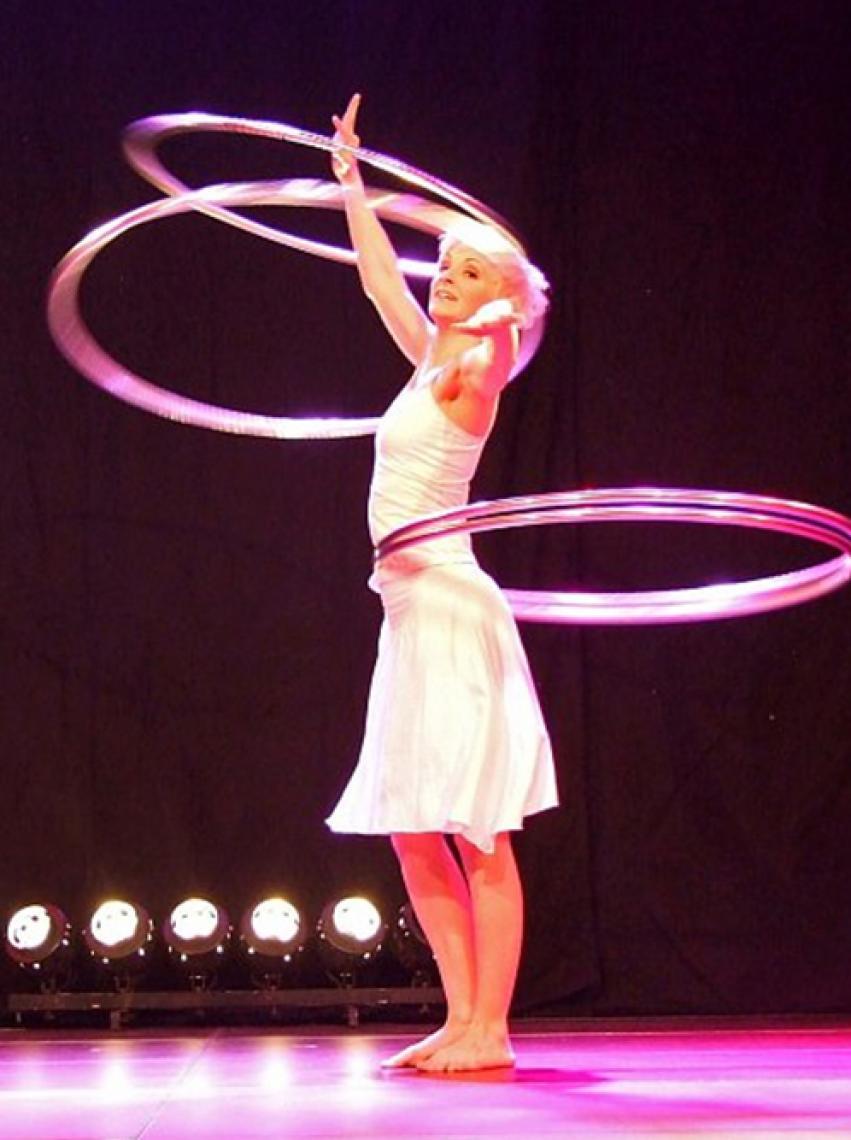 Andrea Engler | Fetzige Hula Hoop Show