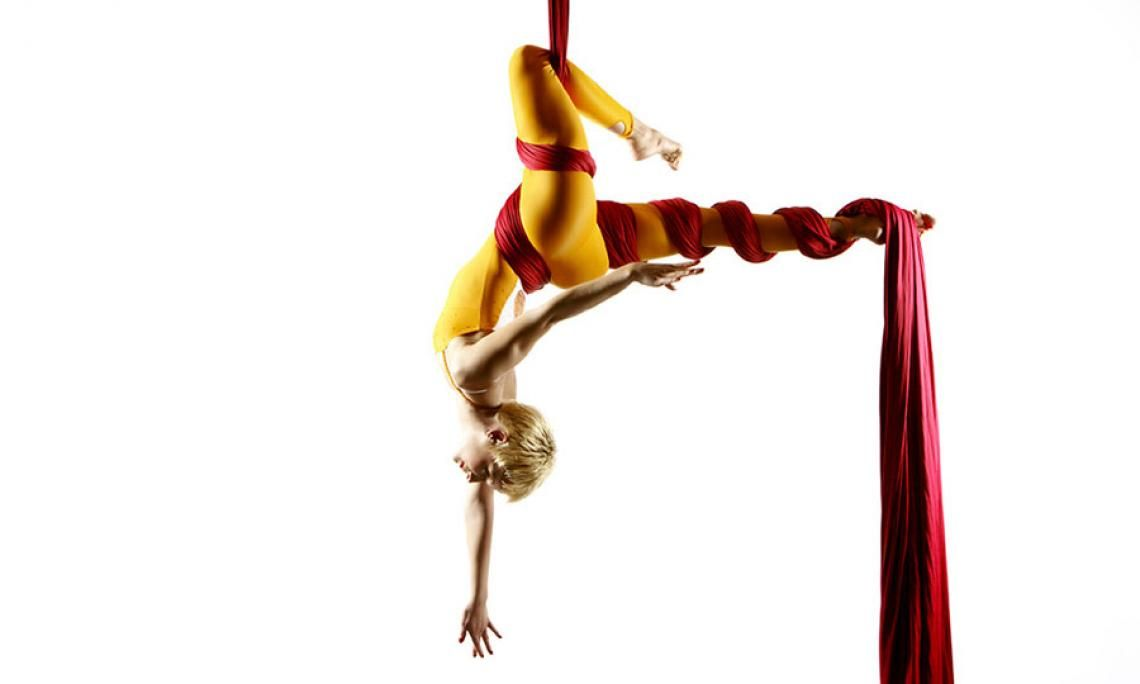 Andrea Engler | Vertikaltuch Akrobatik