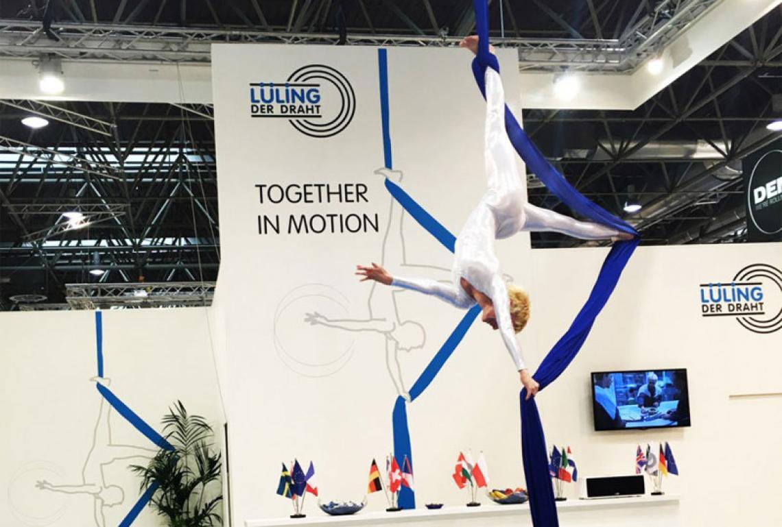 Andrea Engler | Messeshow mit Luftakrobatik