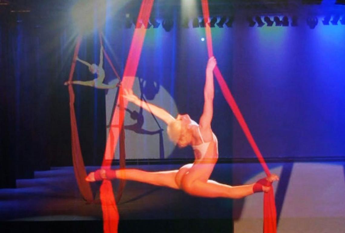 Andrea Engler | Tuchakrobatik bei Sport-Gala