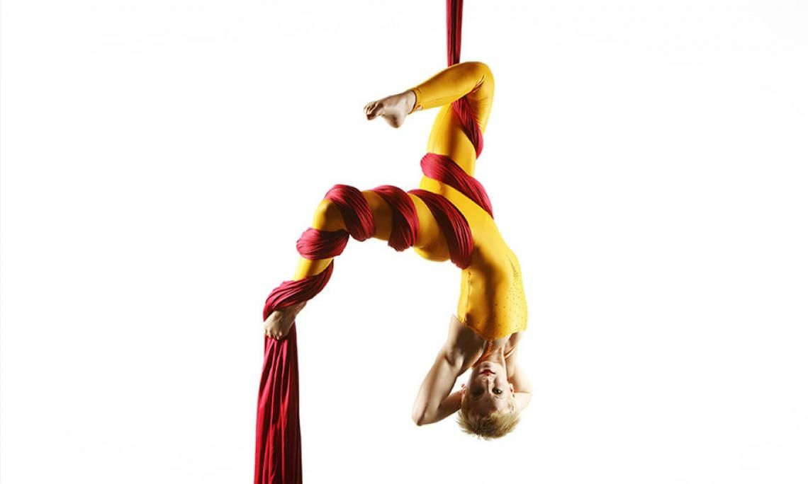 Andrea Engler | Vertikaltuch-Akrobatik