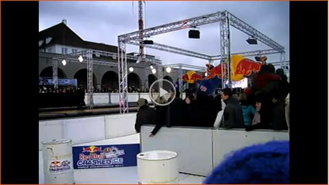 Video: Eisbahn für Red Bull