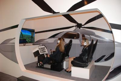 Hubschrauber Simulator / Hubschraubersimulator / Flug Simulator Mit unserem Einsitzer Bell 206 Jet Ranger erleben Sie eine einzigartige Hubschraubersimulation.  Die hochwertigen Steuerelemente – Stick, Pitch Lever und Pedale – vermitteln dem Piloten realistische Eindrücke. Alle Fluginstrumente sind voll funktionsfähig und werden mittels LCD-Screen dargestellt.  Zudem lassen sich auch andere Helikoptertypen fliegen und die Instrumente entsprechend anpassen.  Auf Grund des geringen Platzbedarfs ist unser Hubschrauber Simulator hervorragend für Messen geeignet.  Auf Anfrage lässt sich das Cockpit auf bis zu vier Personen erweitern und bietet die Möglichkeit, über ein Funksystem mit originalen Pilotenhelmen und Headsets während des Rundflugs zu kommunizieren.