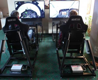 Full Motion Simulator / Rennsimulator / Bewegungssimulator Rennsimulator in Perfektion!  Unsere Full-Motion-Rennsimulatoren katapultieren das Simulationsergebnis auf die nächste Ebene! Diese Simulatoren wurden speziell entwickelt, um ein realitätsgetreues Fahrgefühl zu vermitteln und höchsten Anforderungen gerecht zu werden.  Durch die einzigartige 3-Achsen-Bewegung fühlen Sie die Geschwindigkeit  und erleben die Rennstrecke mit allen Details in unserem Rennsimulator. Jede Bodenwelle, jeder Ritt über die Kerbs oder ein Abflug ins Kiesbett schütteln den Fahrer im Rennsimulator dabei durch. Während der Fahrt wirken Beschleunigungs-, Seiten-, und Fliehkräfte, was diesen Simulator zu einem echten Erlebnis macht. Noch realer ist nur die Nordschleife selbst!  Die Software ist eigens auf den Rennsimulator zugeschnitten und ermöglicht das Einstellen nahezu jeder Rennstrecke samt der von Ihnen gewünschten Fahrzeuge.  Ein weiteres besonderes Feature dieser Software ist die Möglichkeit der Einbindung Ihrer Werbung oder Ihres Logos ins Spiel als Plakat-, Banden- oder Brückenwerbung. Darüber hinaus kann der Rennsimulator selbstverständlich auch äußerlich gebrandet werden.  Freuen Sie sich auf begeisterte Reaktionen Ihrer Kunden, Freunde und Besucher und liefern Sie Rennsport in Vollendung! Unseren Full-Motion- Rennsimulator erhalten Sie als Einzel- oder Doppelmodul mit jeweils einem 47´´ LCD Screen.  Falls wir Sie immer noch nicht von der Faszination dieser Simulatoren überzeugen konnten, laden wir Sie gerne zu einer Probefahrt in unserem Hause ein!