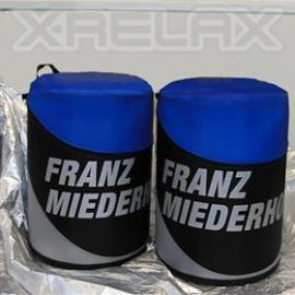 X-RELAX - aufblasbarer Hocker Der aufblasbare X-RELAX Hocker stellt die perfekte Ergänzung eines X-GLOOs dar - eine Sitzgelegenheit im typischen X-GLOO Stil mit ähnlich innovativen Features.