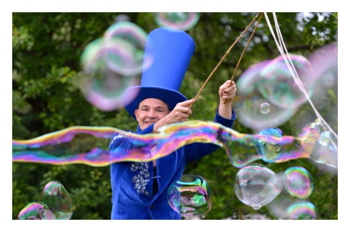 Walkact mit Riesen Seifenblasen