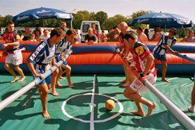 Human Table Kicker / Menschenkicker Der Menschenkicker ist ein Teamspiel der Superlative für bis zu 12 Spieler.