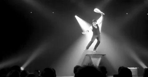 Video: Monsieur Chapeau Rola-Rola Act