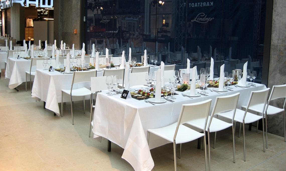 Bankettstuhl Lena - Firmenfeiern bis 3.500 Personen