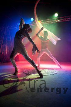 Turn of the Tide Lotta & Pascal performen Tanztheater auf der wunderschönen Musik von Tierra Negra, den Kompositionisten und Gitarristen Leo & Raughi.