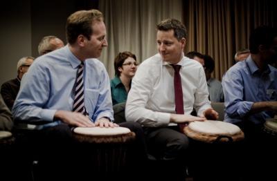 SynergyCoaching® Trommel- und Percussionworkshop mit einem Führungskräftetraining oder Coaching zur Teamentwicklung