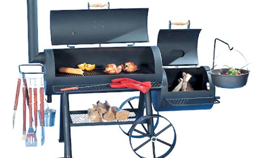 """16 Longhorn - BBQ-Smoker für zu Hause Der Longhorn ist die verlängerte Ausführung des Special Edition Modells jedoch verfügt er über eine größere Grillfläche und eine größere Feuerbox.  Ein größerer Frontablagerost, sowie ein zusätzlicher Ablagerost vor der Feuerbox bieten zusätzlichen Komfort. Die Schwenkarmhalterung ermöglicht das Kochen über dem Feuer. Der Longhorn ist in den Größen 41 cm (16"""") und 51 cm (20"""") erhältlich."""