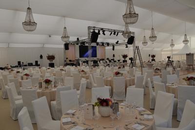 Geburtstag/Hochzeit Groundsupport LED-Wand Movingheads Videokamera mieten