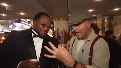 Video: Sportpresseball Gabelbiegen mit Lamon Brewster