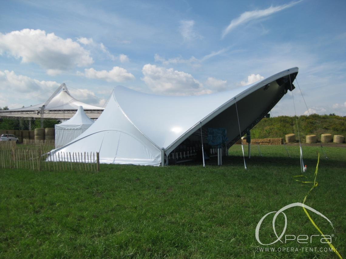 einseitig geschlossenes Zelt