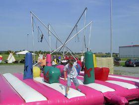 Spaßmatratze und Bungee-Trampolin Spaßmatratze und Bungee-Trampolin: Durch die Kombination mehrerer Eventmodule erreichen Sie alle Altersgruppen.