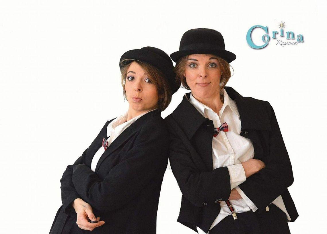 """Das Duo """"Das Duo"""" als Corina Ramona und Katharina Klein sind bekannt für extravagante Komik der parodierenden Art. Neben Clownerie & Slapstick beherrschen sie vielleicht Gesang und vielleicht auch Ukulele. Aber vielleicht müssen Sie, wenn Sie den beiden begenen, doch selber die Instrumente übernehmen. Oder den Gesang? Wer weiß das schon? Seien Sie gespannt, denn diese beiden Komikerinnen werden sich allerhand Blödsinn  offen halten."""