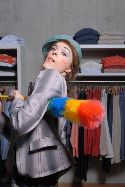 """Lisa Lotte Bunt, schräg und schrill. Lisa–Lotte ist die Quasselstrippe """"schlecht hin"""".  Kurzbeschreibung: Ständig in Bewegung, bestens gelaunt, und immer in Aktion. Lisa-Lotte ist die Lebensfreude pur. Sie macht alles was Spaß macht und SPAß - den gibt es überall."""