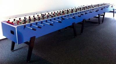 22 Mann Kicker – Der längste mobile Tischkicker der Welt! 22 Mann Kicker – Der längste mobile Tischkicker der Welt! Hier heißt es 11 gegen 11 wie beim normalen Fußballspiel.