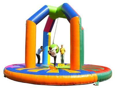 Swing Em Off – Die neuste Art vom Gladiatorenfight Swing Em Off – Die neuste Art vom Gladiatorenfight: Hier allerdings nicht so brutal und direkt mit 4 Personen gleichzeitig.