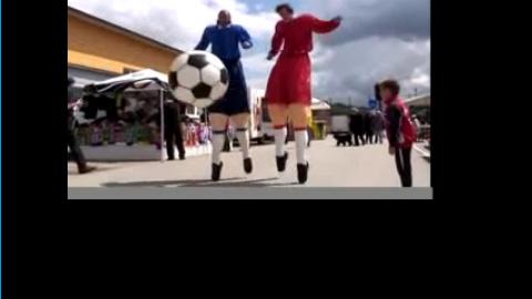 ZEBRA STELZENTHEATER - Fußball