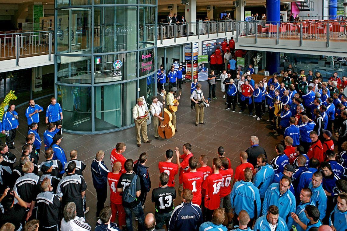 The Speedos beim Sportlerevent live beim Fußballturnier in Duisburg 2015. Schirmherrschaft Herr Dr. Klaus Kinkel und Otto Rehagel