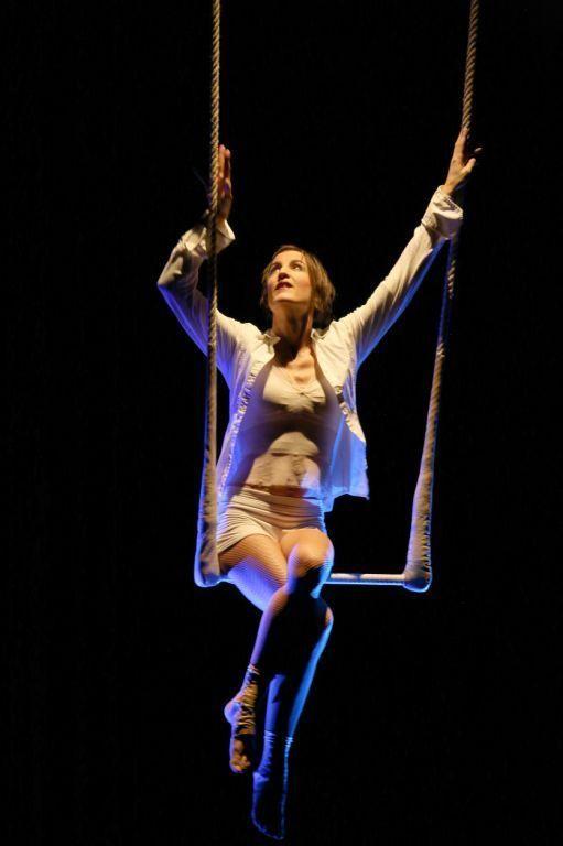 Artistik mit Poesie, Tanz und Schauspiel Meike Silja bringt ihr Publikum zum Staunen.