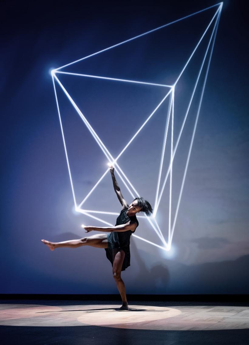 Show - Interaktion zw Performer & Video content Technik und Innovation in Symbiose mit Mensch und Sinnlichkeit