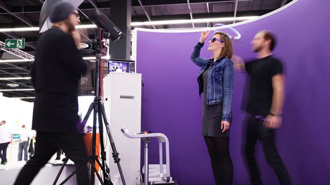 Light Painting Foto Booth - tolles give away & Mitmachaktion In nur wenigen Sekunden kreieren wir hochwertige Light Painting Portraits der Gäste. Dabei werden alle Bilder live gezeichnet - jedes Foto ist ein Unikat!