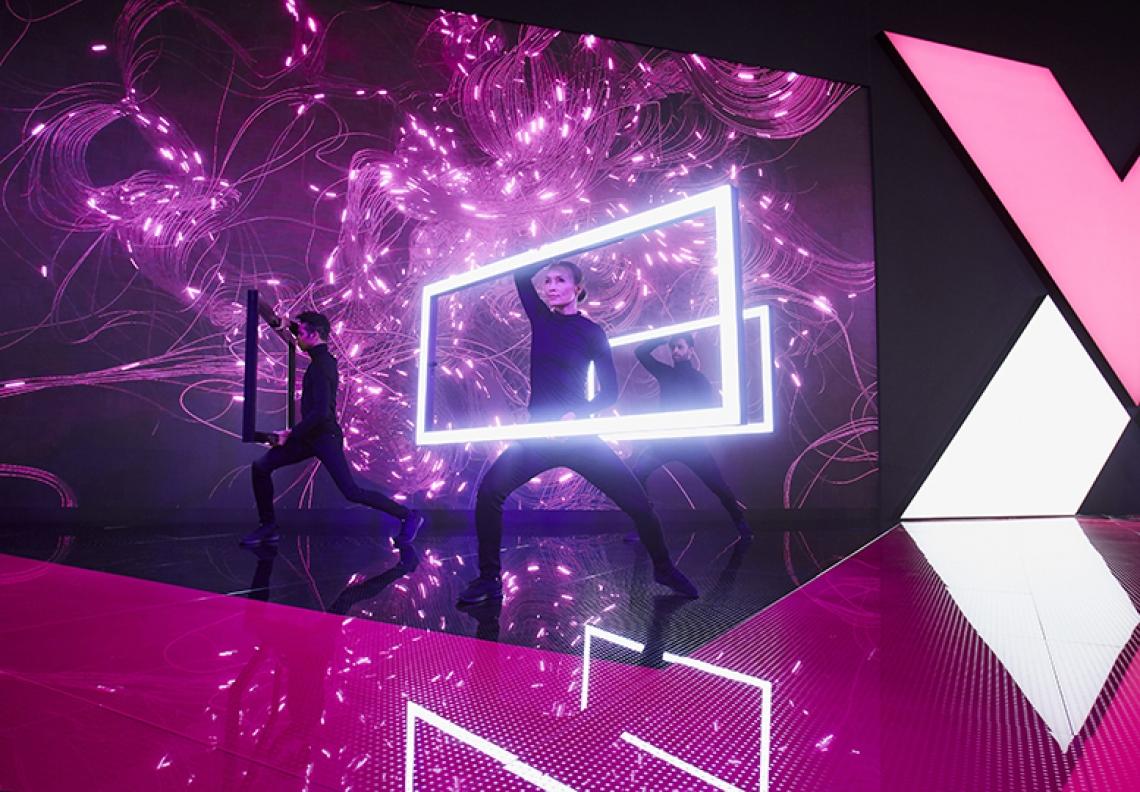 Lightframe Show @Hannover Messe 2018 - Welt premiere für Rittal VX25