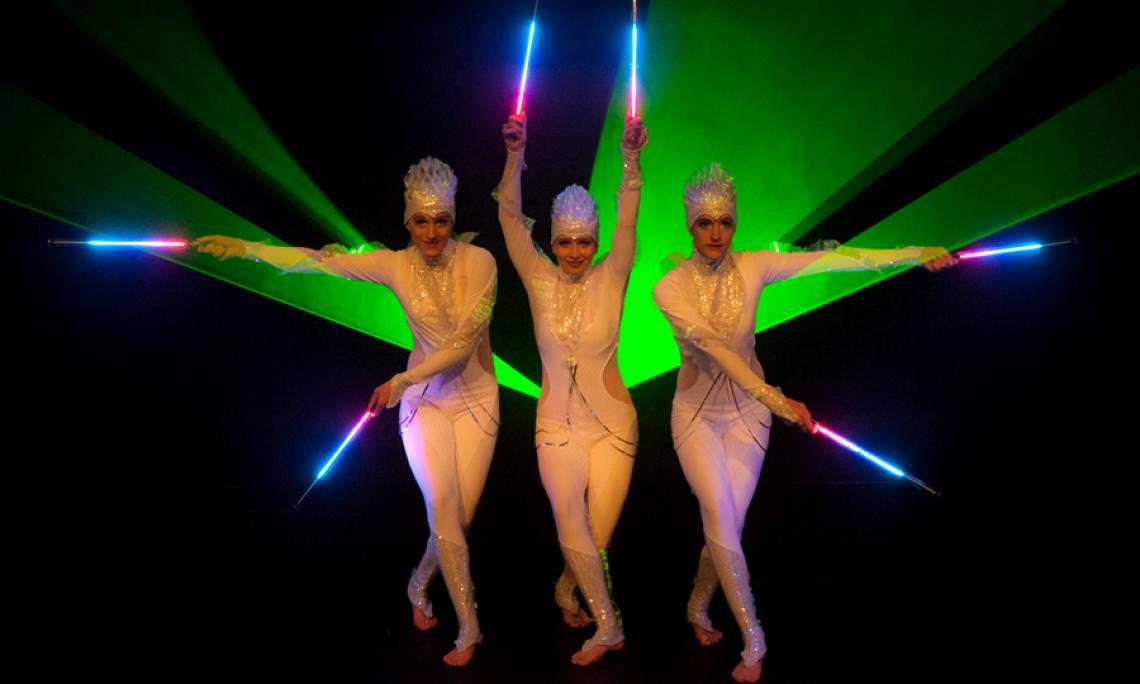 PRiSMATIC Licht- und Lasershow - Die Kombination aus LED-Lichtshow mit moderner Lasertechnik, Tanz-Choreografien und Licht-Jonglage.