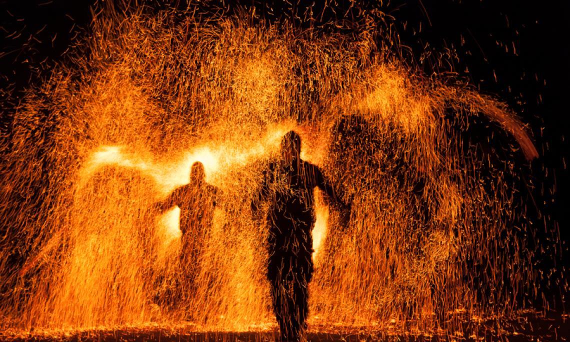 Feuer- und Pyroshow - Beeindruckende Funkeneffekte gibt es in unseren Feuershows mit pyrotechnischer Begleitung zu sehen.