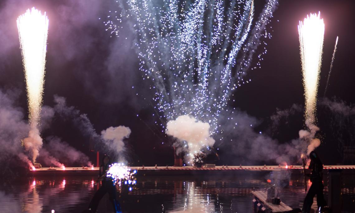 Feuershow und Feuerwerk - Auf Wunsch ergänzen wir unsere Feuershow mit einem Abschluss-Feuerwerk zum Finale.