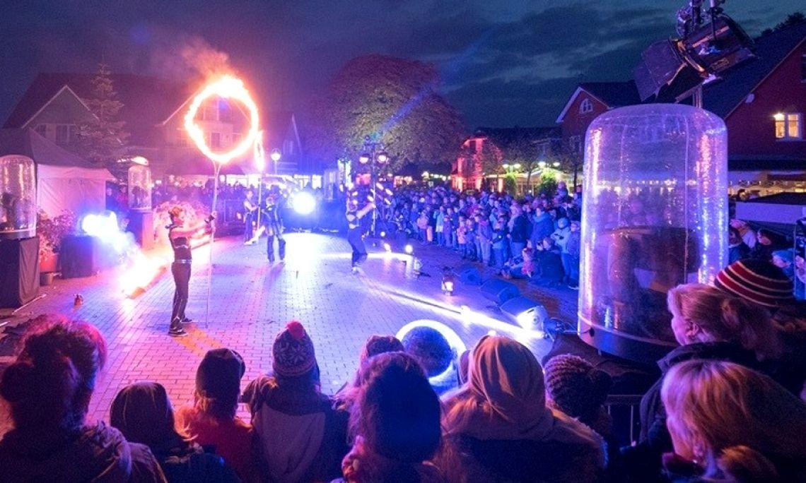 Feuershow zum Lichterfest - Auf dem Zingster Lichtermeer präsentierte SPiCE an vier Abenden Feuershow, LED-Shows und Lasershow.